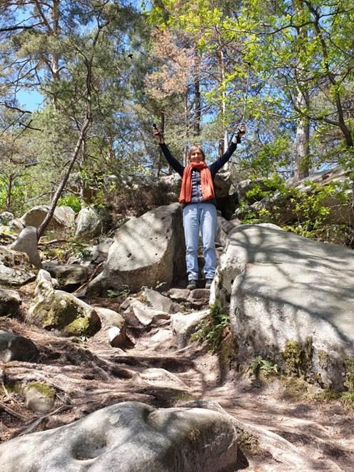 Elke Jurgeit-Zakhia bei der Felswanderung in Fontainebleau, 7 Monate nach dem Eingriff
